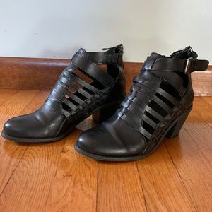 G BY GUESS ankle booties !!!